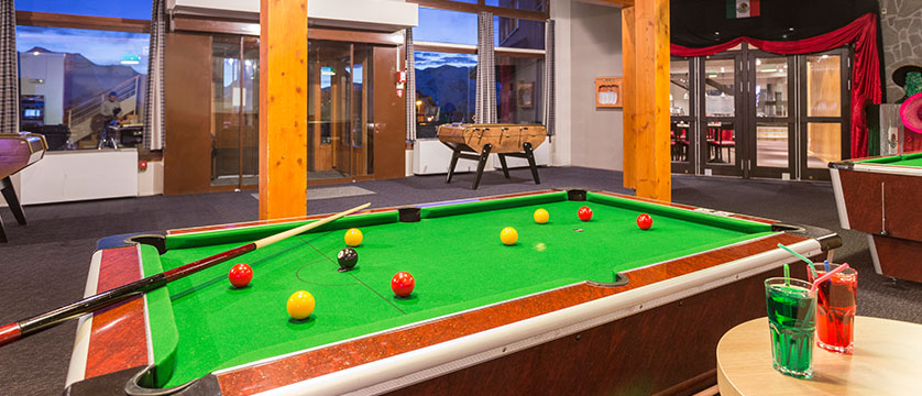 france_alpe-dhuez_hotel-club-les-bergers_games-room.jpg